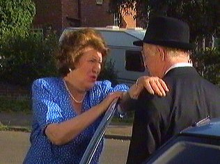 The Keeping Up Appearances Gallery on YCDTOTV.de   Path: www.YCDTOTV.de/kua_img/k27_094.jpg